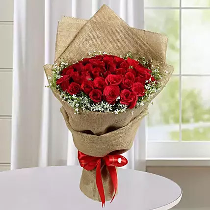 Appealing Red Roses Bunch: Gifts To India