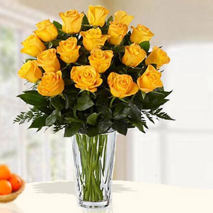18 Yellow Roses Arrangement JD: Send Flowers to Amman