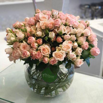 100 Peach Spray Roses In Glass Vase: