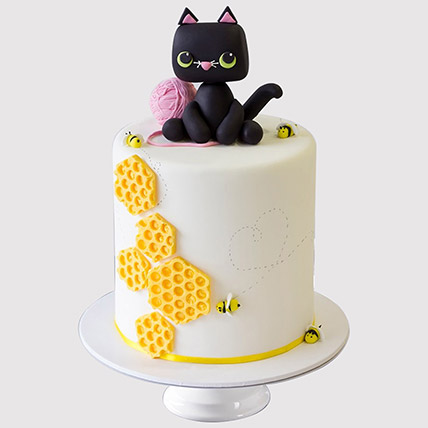Cat Playing Designer Cake: Cat Birthday Cakes