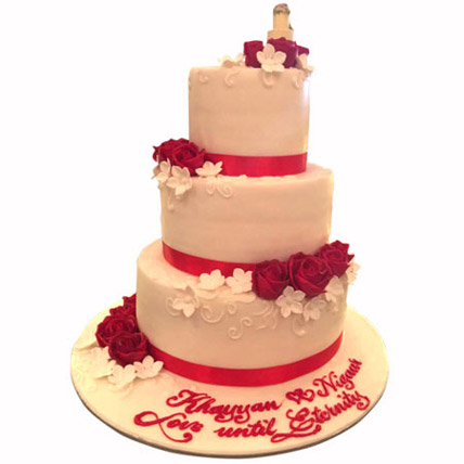 Red Satins and Roses: Wedding Cakes