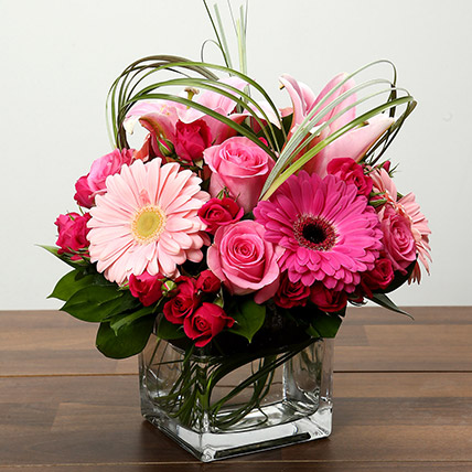 Roses and Gerbera Arrangement In Glass Vase: 1 Hour Gift Delivery