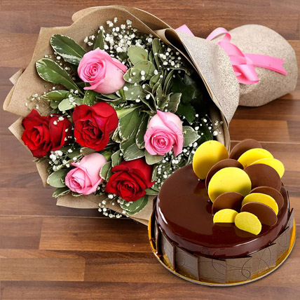 Beautiful Roses Bouquet With Chocolate Fudge Cake: Flower Delivery