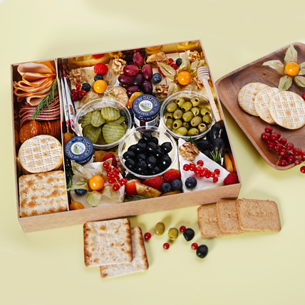 Small Cheese Box with Condiments: Fathers Day Hampers