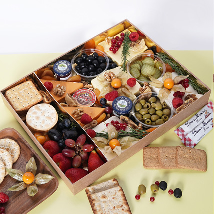 Vegan Cheese Box with Condiments: Cheese Boxes