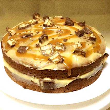 Delicious Snickers Cake With Caramel Sauce:
