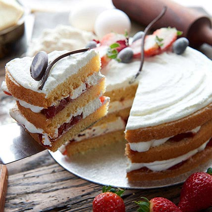 Victoria Sponge Cake Half Kg
