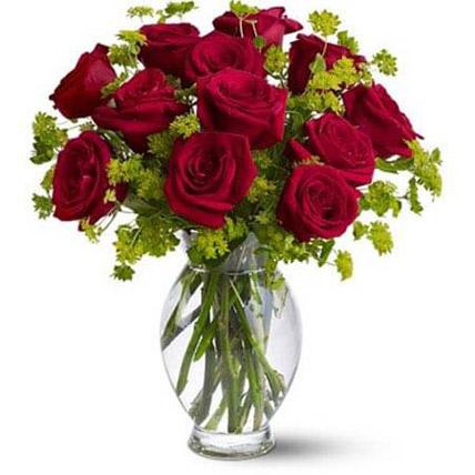 Red Roses in Glass Vase OM