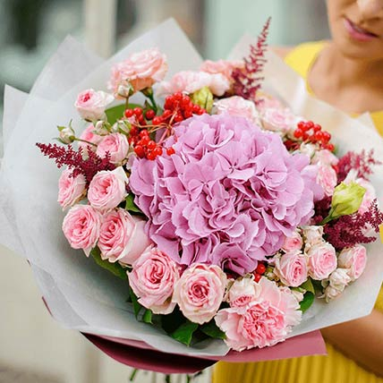 Graceful Bunch Of Flowers- Premium