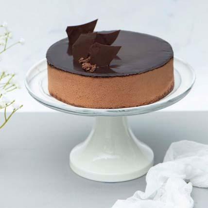 Irresistible Crunchy Chocolate Cake
